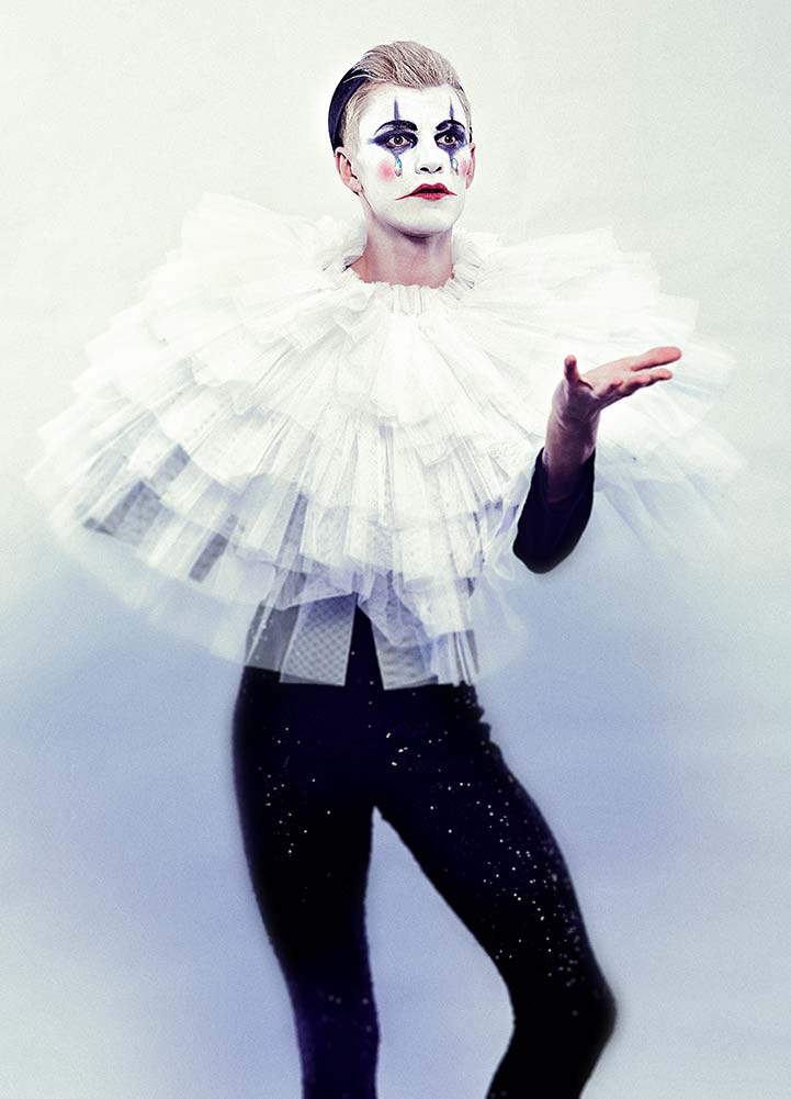 the showman is coming white costume